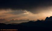 Silhouette cime al tramonto